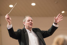 900x600_jc_conducting